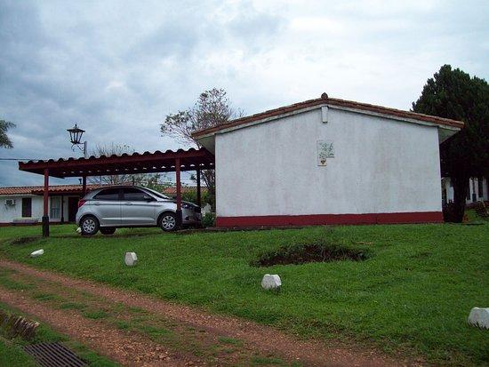 Yapeyu, Argentina: Gran comodidad es tener el automóvil en la puerta de la habitación y bajo techo.