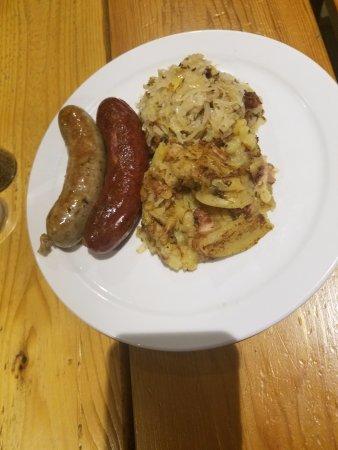 Biergarten on Lamar: Bratwurst, sauerkraut