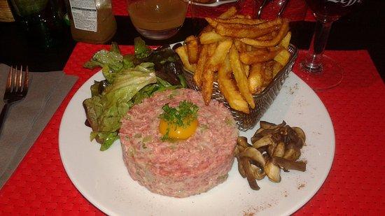Nogent-le-Rotrou, France: Le tartare avec ses frites maison est une petite merveille...