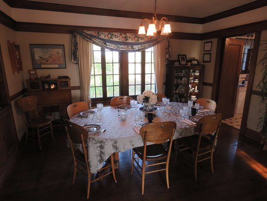 Triangle Ranch Bed & Breakfast: Dining room