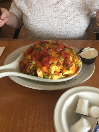 Mount Pearl, Canada: Beans and toutons  Skillet breakfast