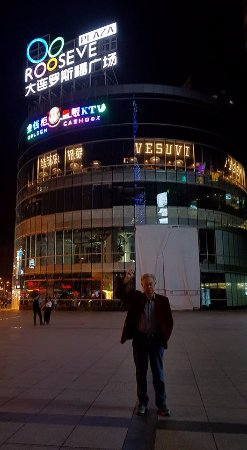 Dalian, Çin: outside Rooseve(lt) Plaza