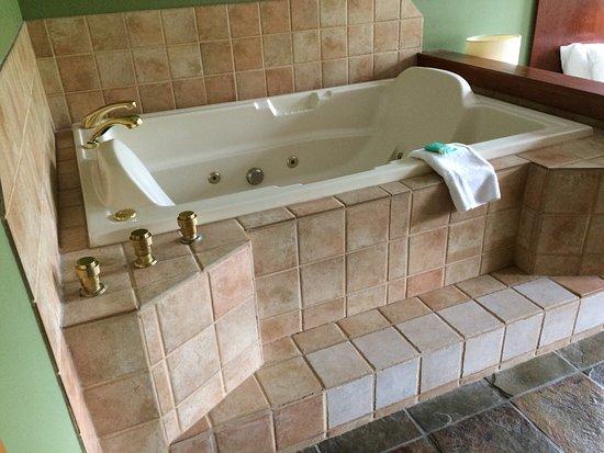 Mountainside Lodge: amazing soaker tub