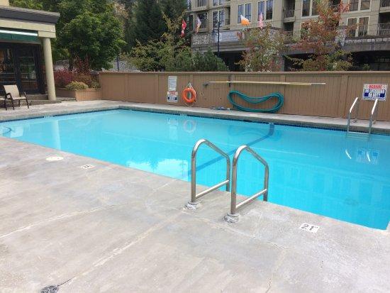 Mountainside Lodge: a good size pool