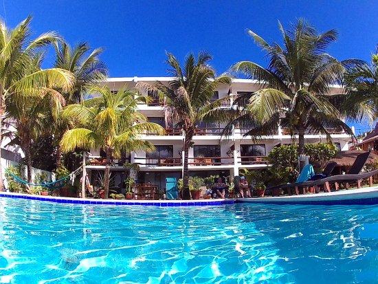 Blue Angel Resort: Pool view of 22 wonderful rooms.
