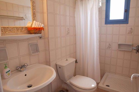 Ilios of Paros: A bathroom