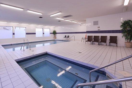 Prestige Hotel Vernon: Hot tub & Pool