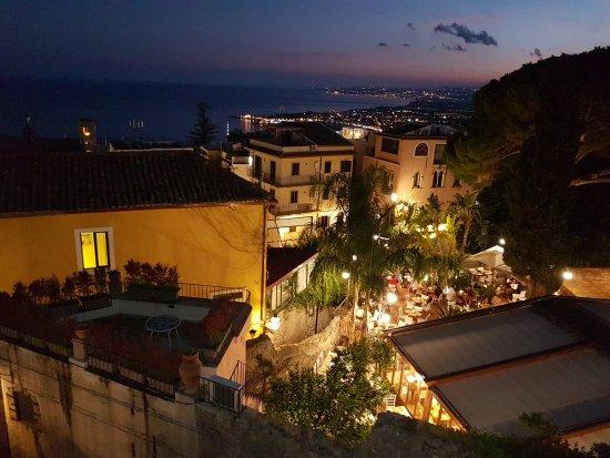 Lounge bar picture of hotel villa taormina taormina for Hotel villa taormina