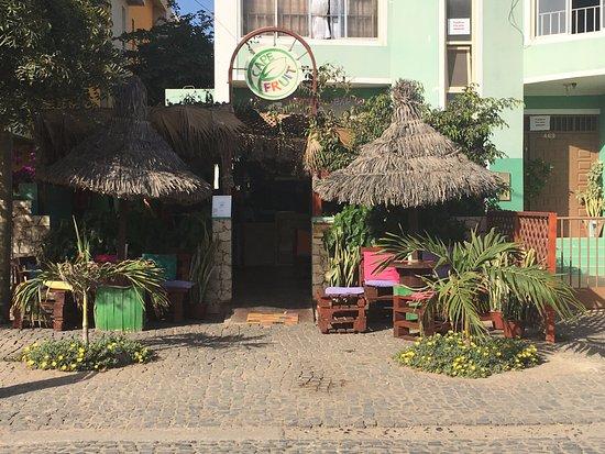 CapeFruit: Entrada do Bar, atmosfera calma e relaxante