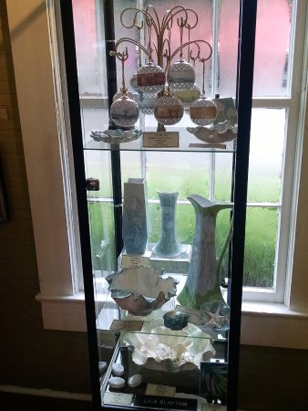 Pawleys Island, เซาท์แคโรไลนา: Ornaments, dishes and vases
