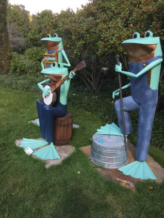 Mansfield, OH: dueling frogs