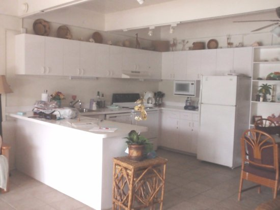 Secret Harbour Beach Resort: Very well equipped and spacious kitchen