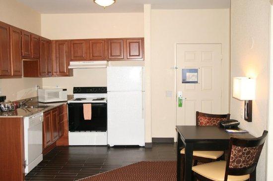 Hampton Inn & Suites Denver Tech Center : Suite Kitchen
