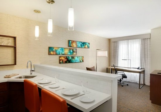 Kingston, Nowy Jork: One-Bedroom Suite - Dining Area
