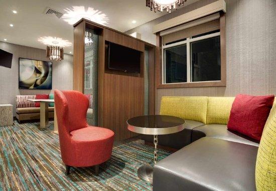 Kingston, NY: Lobby - Seating Area