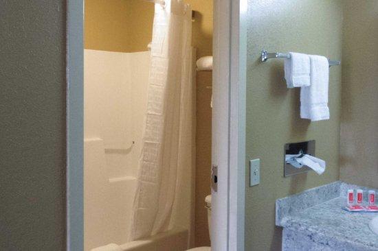 Cuthbert, GA: Bathroom in guest room