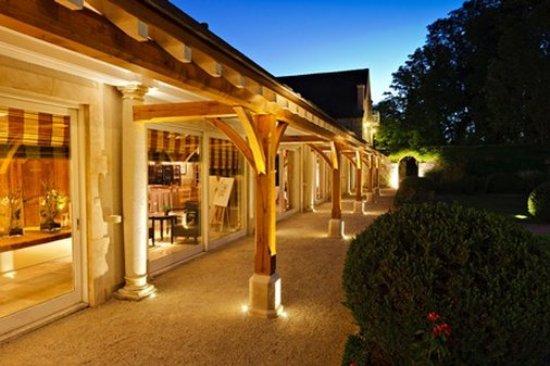 Relais & Chateaux - Hostellerie de Levernois: Levernois Exterieurs Nuit