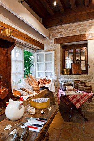 Relais & Chateaux - Hostellerie de Levernois: Le Bistrot Petit DJeuner Bis