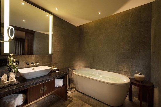 Baoting County, China: Bathroom