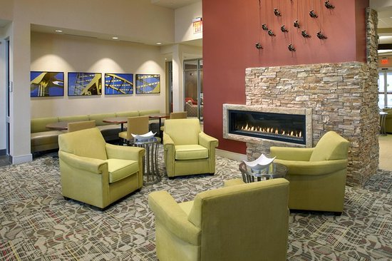 Moon Township, PA: Lobby Fireplace