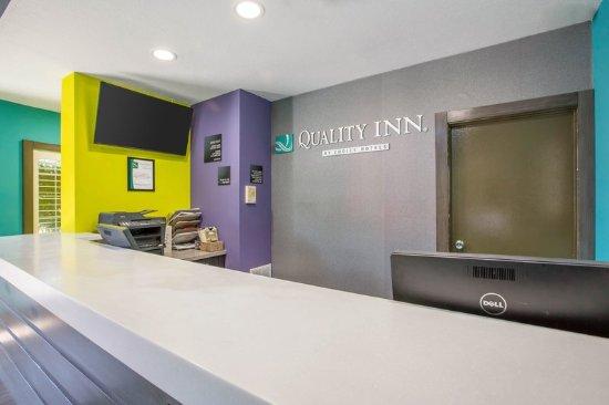 Quality Inn Near Hollywood Walk of Fame : Front desk