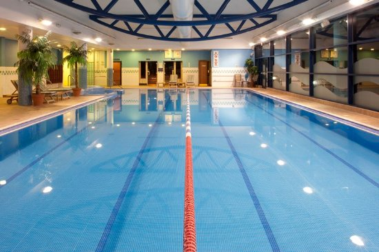 Dodworth, UK: Swimming at the onsite Bannatyne's Health Club
