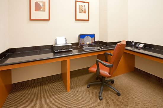 Candlewood Suites Mount Pleasant: Business Center