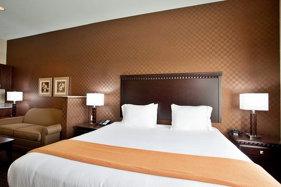 Peru, IL: King Bed Executive Suite