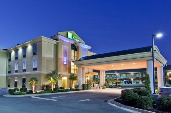 Holiday Inn Express Hotel & Suites Cordele North: A view of our hotel in the evening