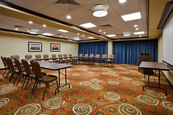 Holiday Inn Express Hotel & Suites Cordele North: Holiday Inn Express Meeting Room