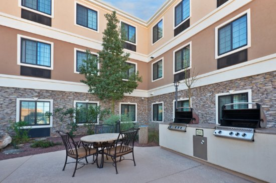 Staybridge Suites Tucson Airport: Our Guest Patio is great for hosting a barbecue or social