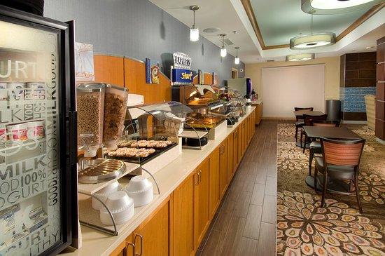 Holiday Inn Express & Suites Alexandria-Fort Belvoir: Complimentary Express Start Breakfast Bar