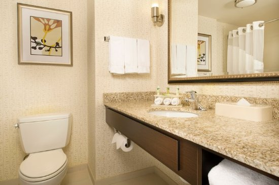 Holiday Inn Express & Suites Alexandria-Fort Belvoir: Guest Bathroom with Well-Lit Mirror and Complimentary Toiletries