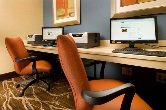 Holiday Inn Express & Suites Alexandria-Fort Belvoir: 24-Hour Business Center with Free Internet Access and Printing