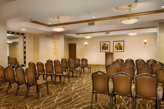 Holiday Inn Express & Suites Alexandria-Fort Belvoir: Meeting Room with Flexible Layout Options