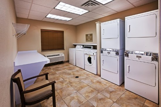 Deer Park, TX: Convenient Laundry Room