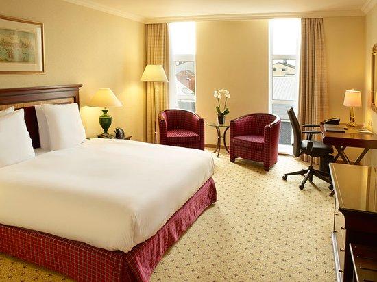 Hilton Antwerp Old Town : King Hilton Guestroom