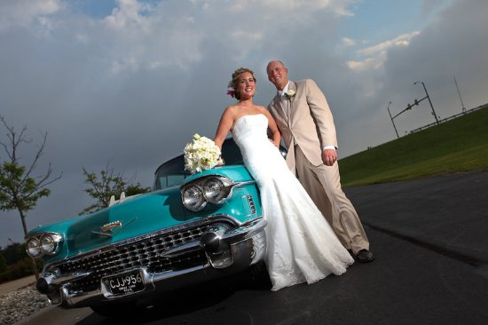 Bay City, Мичиган: Couple With Car In Front Of Hotel