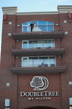 Bay City, MI: Bride And Groom On Balcony