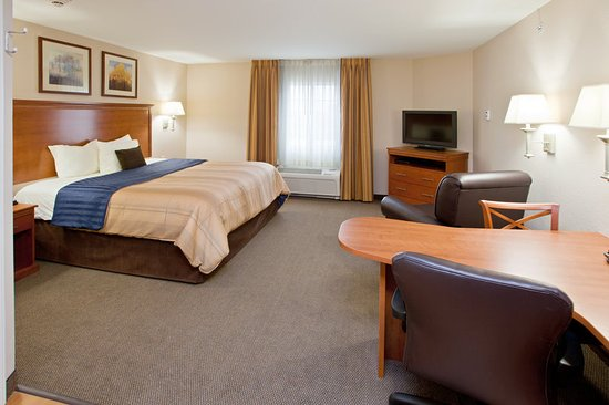 Candlewood Suites Indianapolis East: King Bed Guest Room