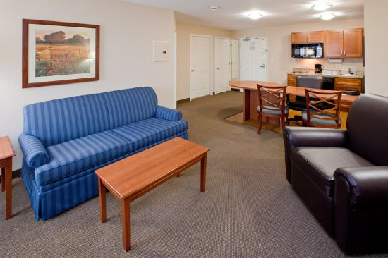 Candlewood Suites Indianapolis East: One Bedroom Suite with King Bed and Pull out Sofa