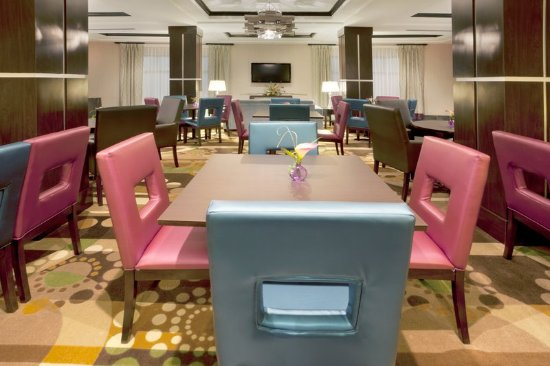 Holiday Inn Express Hotel & Suites Houston NW-Beltway 8-West Road: Restaurant