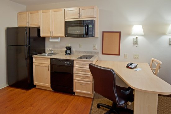 The Woodlands, TX: Double Queen Studio Suite Dining and Kitchen