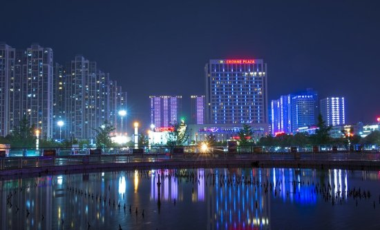 Xiangyang, Chiny: Hotel Appearance in the Evening