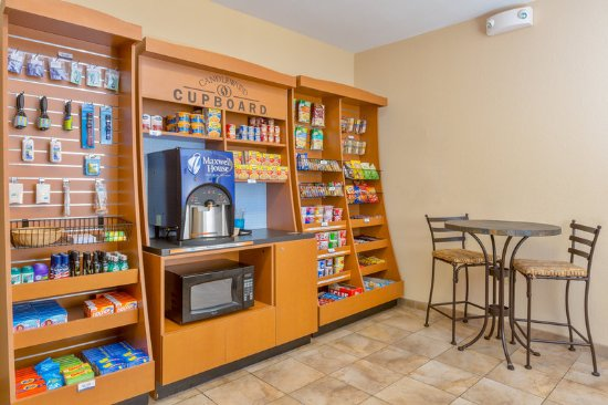Apex, Carolina del Norte: Grab a snack or bite to eat from our Candlewood Cupboard