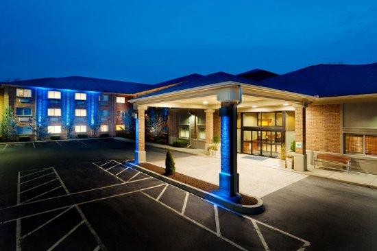 Smithfield, RI: Hotel Exterior