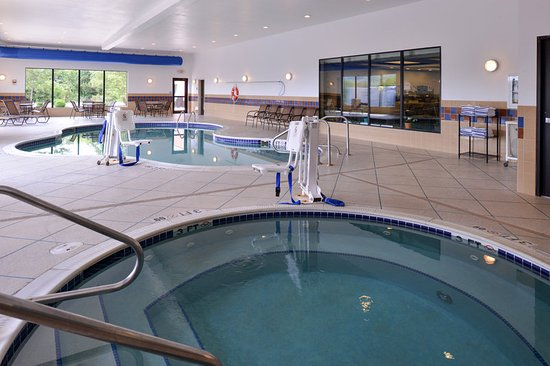 Swimming pool picture of holiday inn express suites fairmont fairmont tripadvisor for Holiday inn with swimming pool