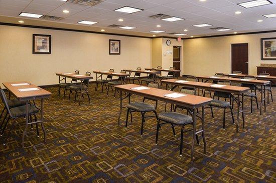 Holiday Inn Express & Suites Bridgeport : Meeting Room
