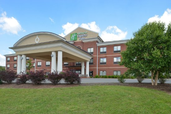 Holiday Inn Express & Suites Bridgeport : Hotel Exterior