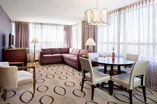 Brooklyn Center, MN: King Suite